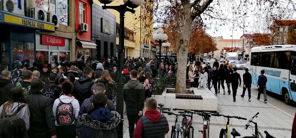 Pripadnik LGBT populacije iz Zaječara tvrdi da je isprovocirao proteste srednjoškolaca u Leskovcu