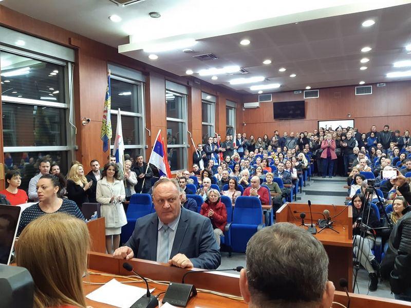 SNS u Leskovcu prva predala listu za izbore