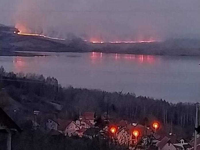 Veliki požar na Vlasini, vatra se približava brani