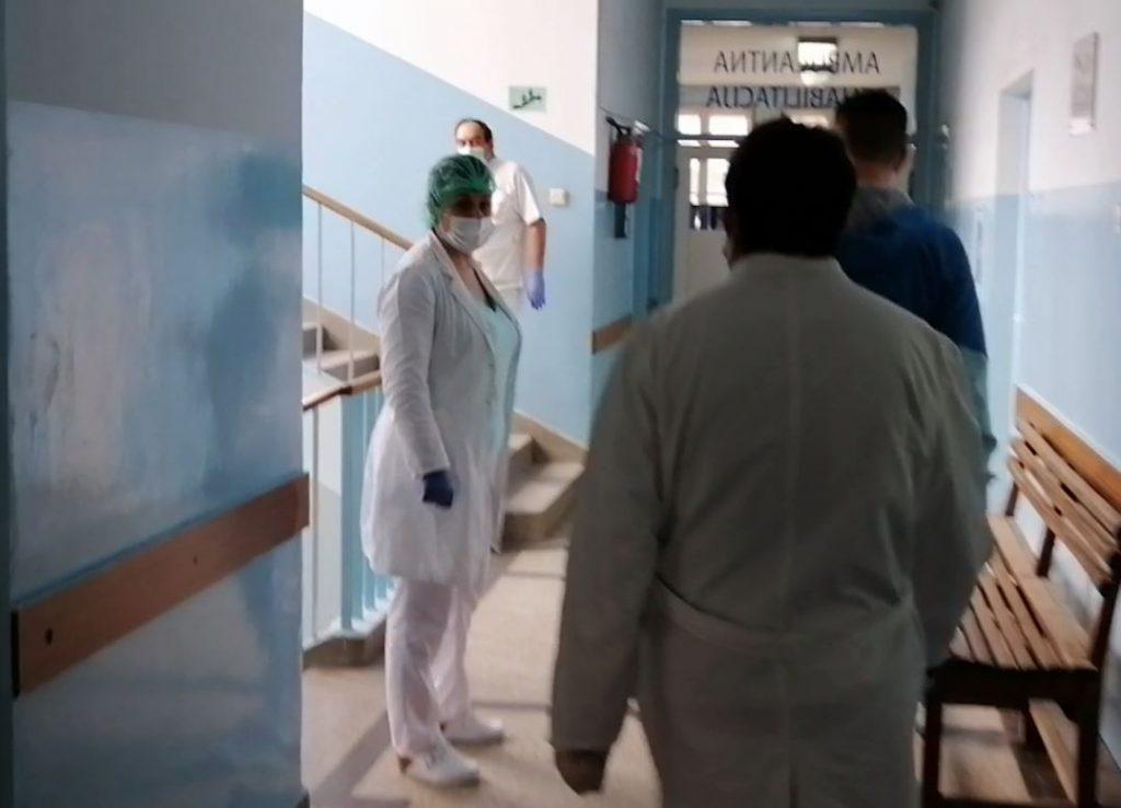 Veliki pritisak na bolnicu, sve više zaraženih među zdravstvenim radnicima