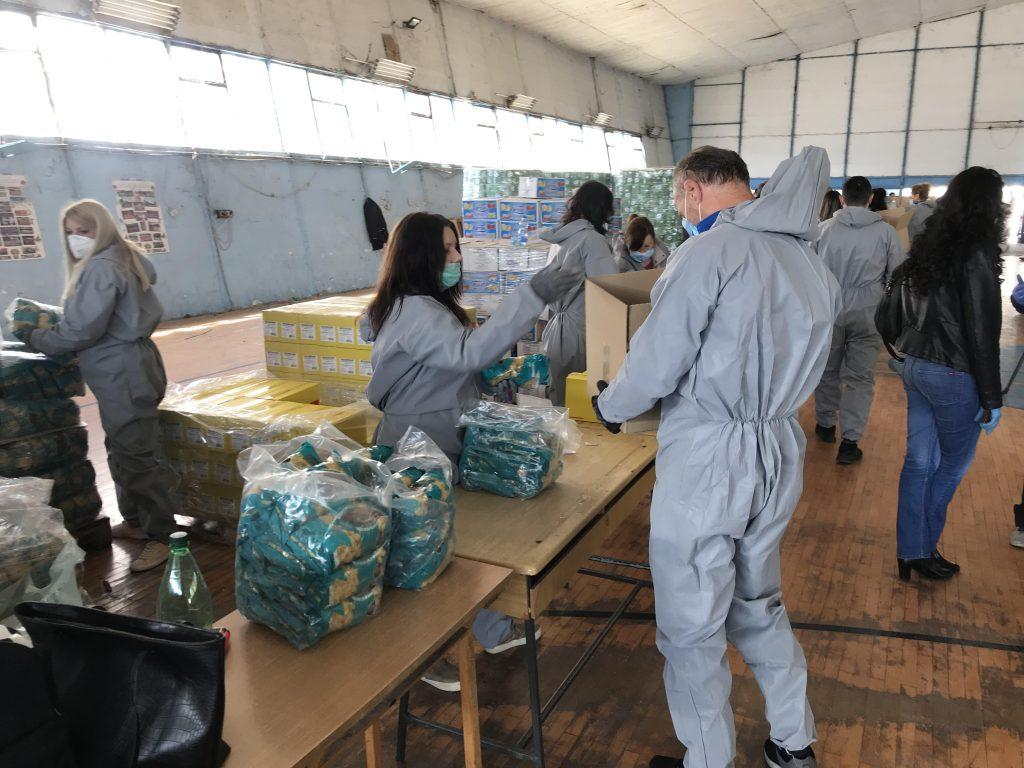 Prvi paketi pomoći podeljeni u Grdelici, pakuju se za vučjanski kraj