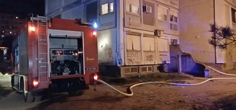 Požar u zgradi S14 u Dubočici (video)