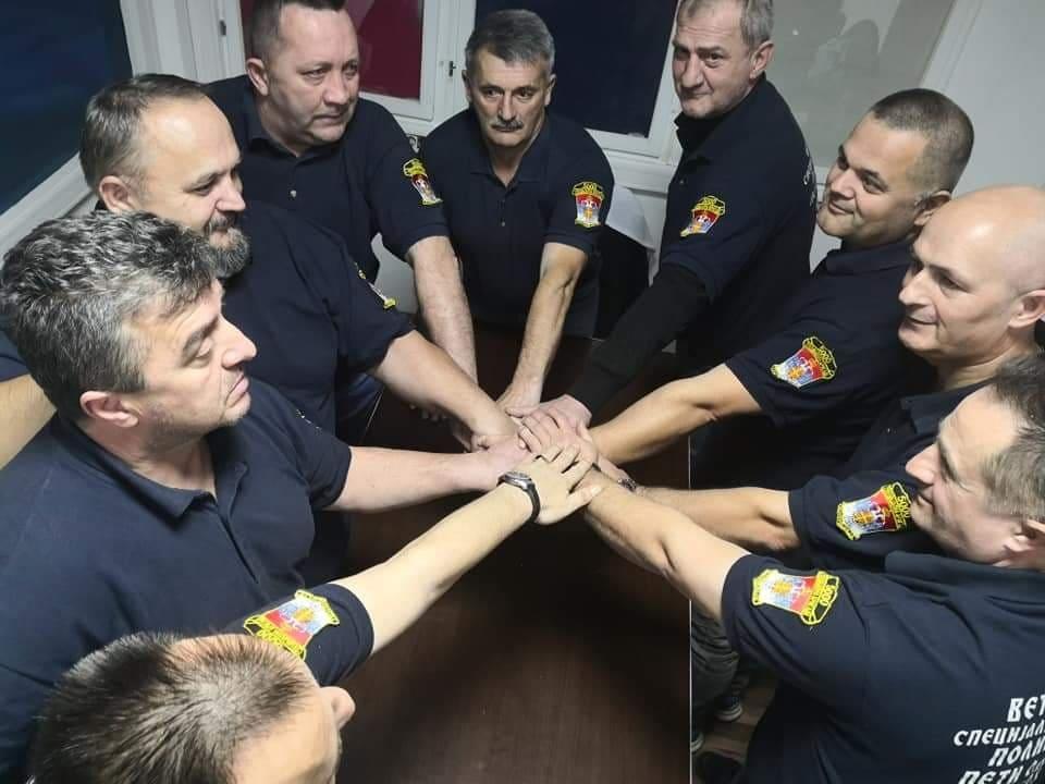 ČEKAJ NAS NA BOLJEM MJESTU Veterani iz Doboja u poslednjem pozdravu doktoru Miodragu Laziću