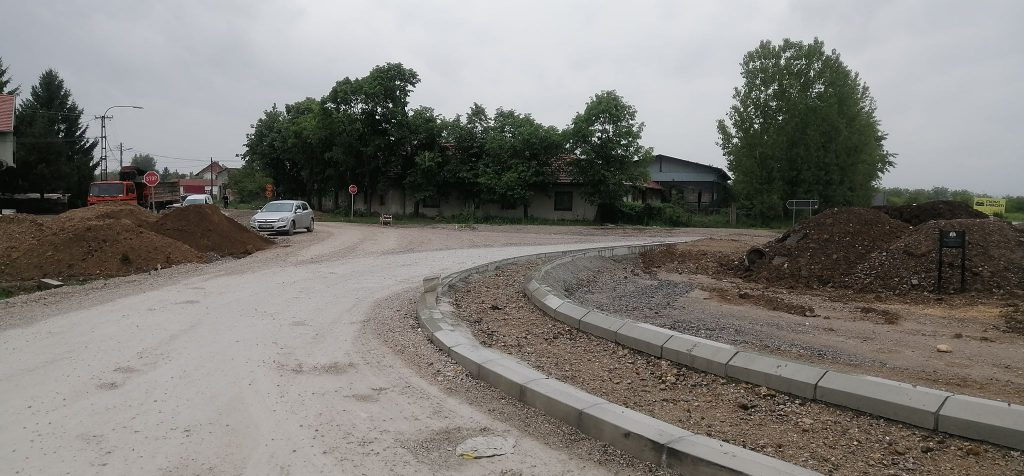 Pola rekonstrukcije puta do Vlasotinca završeno, uporedo se rade vodovodna i kanalizaciona mreža