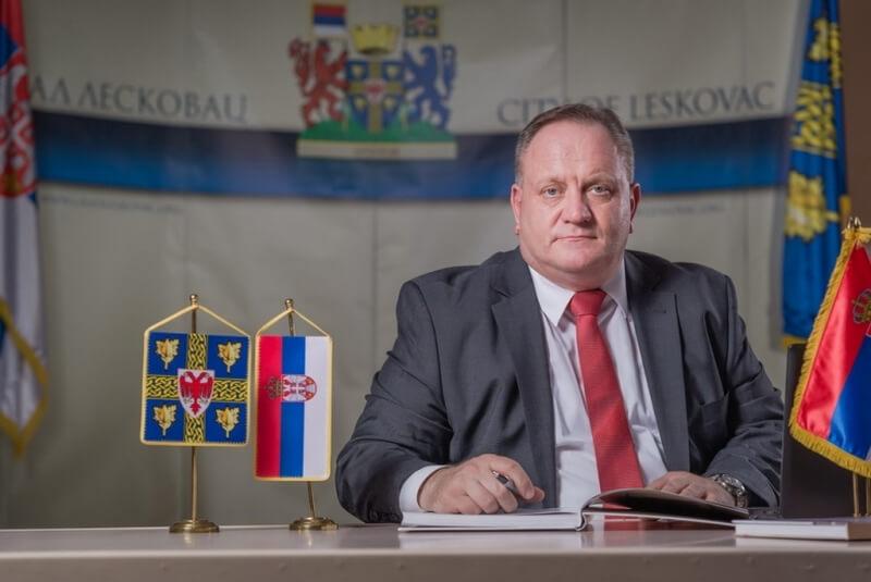 Gradonačelnik Leskovca i načelnik okruga čestitali ženama današnji praznik