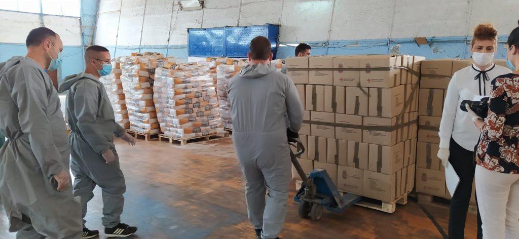 Svaka romska porodica u Leskovcu dobija po dva paketa pomoći u vrednosti od 5.000 dianra