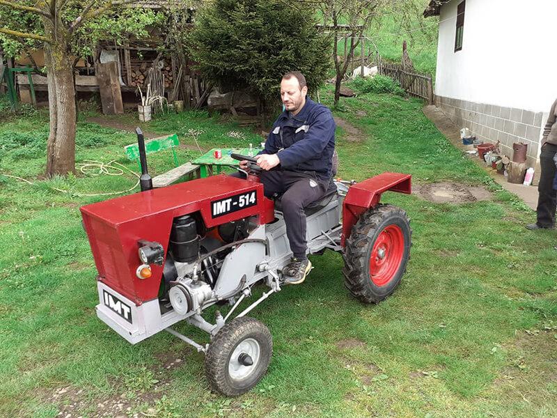 Majstor Perica golim rukama napravio traktor za svoju dušu