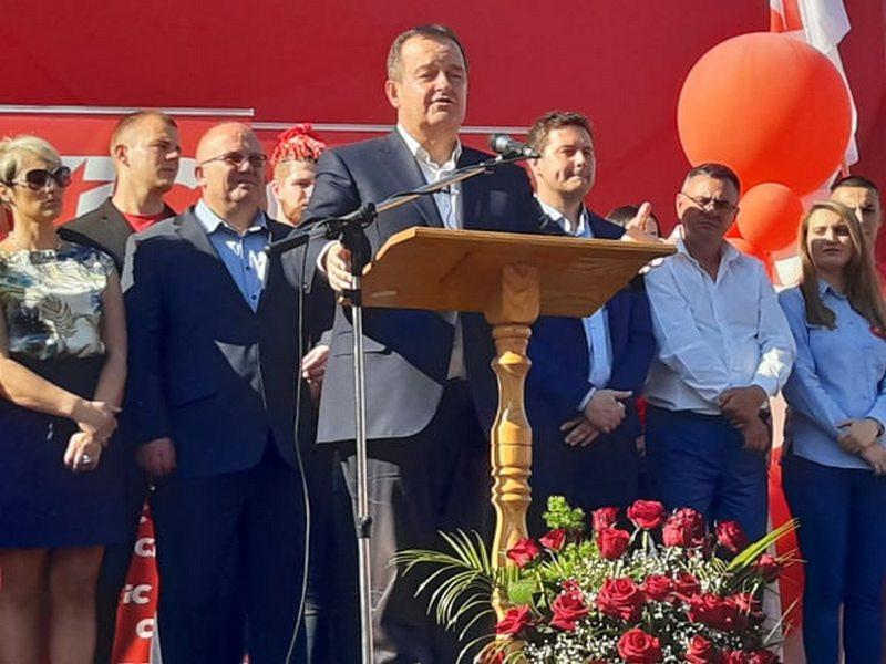 Dačić u Leskovcu: Nisam došao u kampanju, došao sam da vam kažem da vas volim