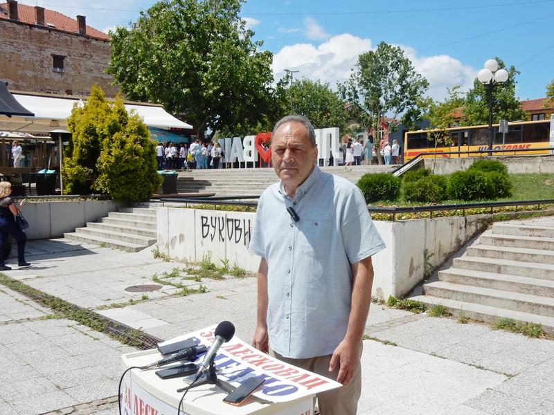 Nebojša Cakić iz GG Za Leskovac zajedno pozvao lokalne lidere velikih stranaka da jednom izađu pod svojim imenima na izbore