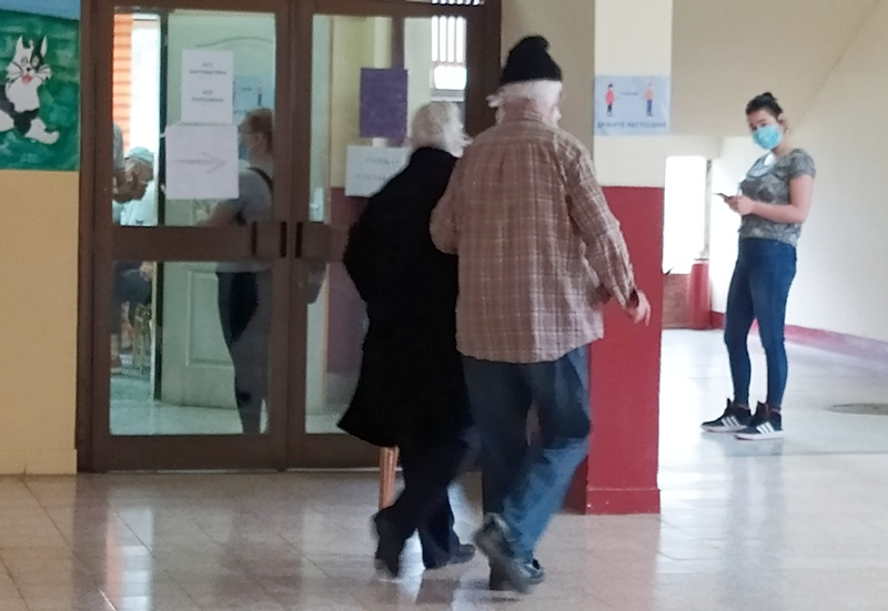 CRTA: Do 11 časova na glasanje izašlo 14,1 odsto birača u Srbiji