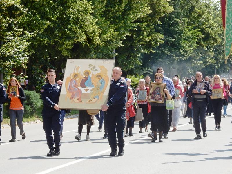 Liturgija i litije na dan leskovačke slave Svete Trojice (video, foto galerija)