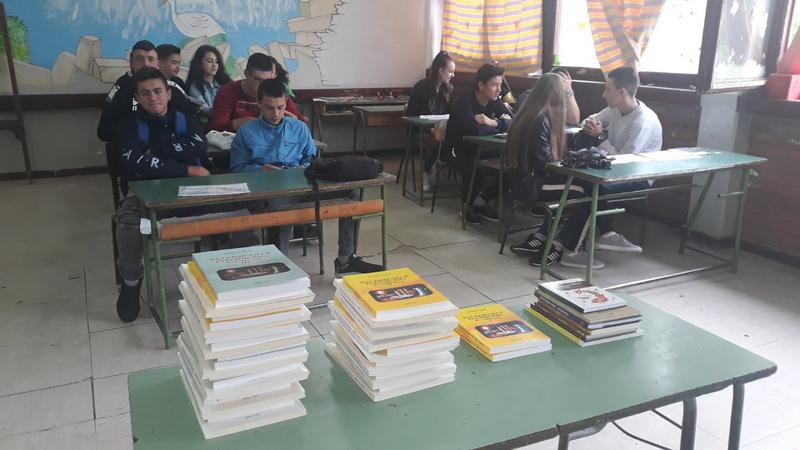 Profesor doktor Jovan LJ. Janjić poklonio svoje knjige maturantima