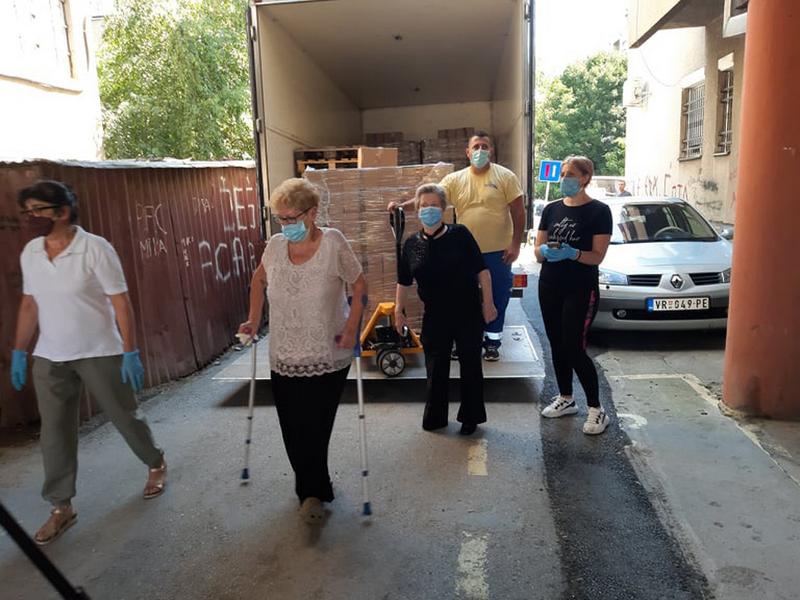 Fondacija Ane i Vlade Divac donirala 929 paketa za ugrožene Vranjance