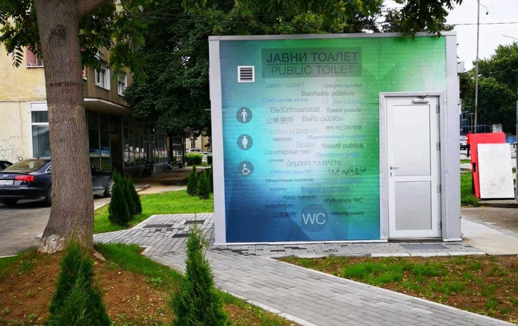 Otvoreni javni toaleti na tri različite lokacije u Leskovcu