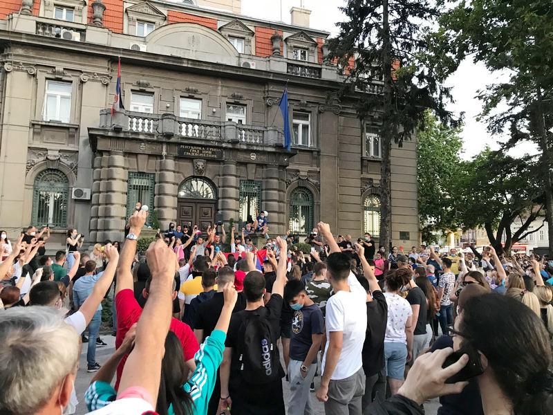 Demonstranti napali ekipu RTS u Nišu, kolege im pritekle u pomoć
