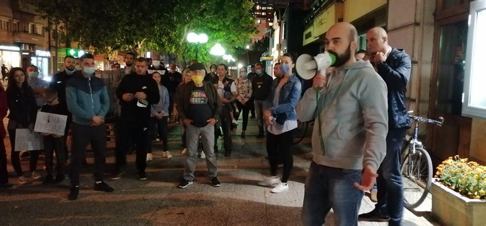 Mladi u Leskovcu digli glas: Ne zanima nas politika, ali više ne smemo da ćutimo! – VIDEO