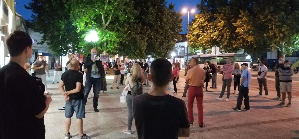 Protesti u Leskovcu: Vanrednu situaciju nam uvode oni koji su svesno ugrozili zdravlje građana