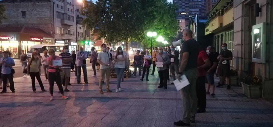 BITI ILI NE BITI: U Leskovcu na protestima javno glasali da li da ih okončaju ili nastave dalje