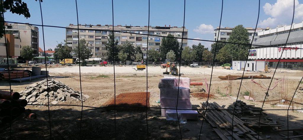 Nadležni priznaju da kasne radovi na gradskom trgu u Leskovcu, ali ne znaju da objasne zbog čega