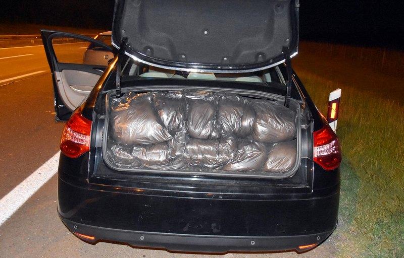 U gepeku automobila sakrio 200 kilograma rezanog duvana