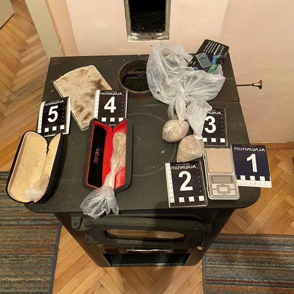 Uhapšen zbog 115 grama heroina i 12 flašica metadona