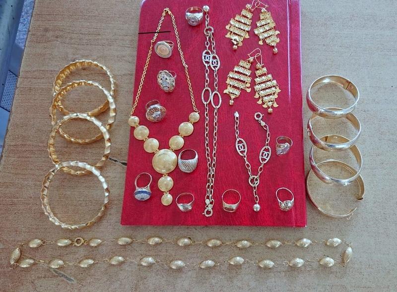 Puna torbica neprijavljenog zlatnog nakita