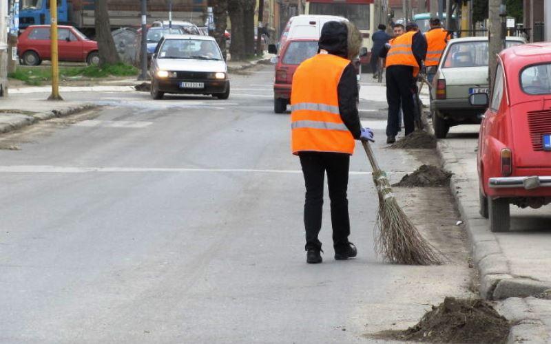 Ceo grad se digao na noge da vrati čistača ulice na posao