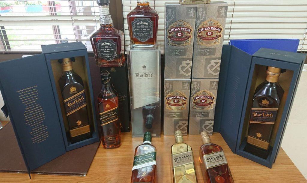 """Skupoceni viski """"kamufliran"""" garderobom"""