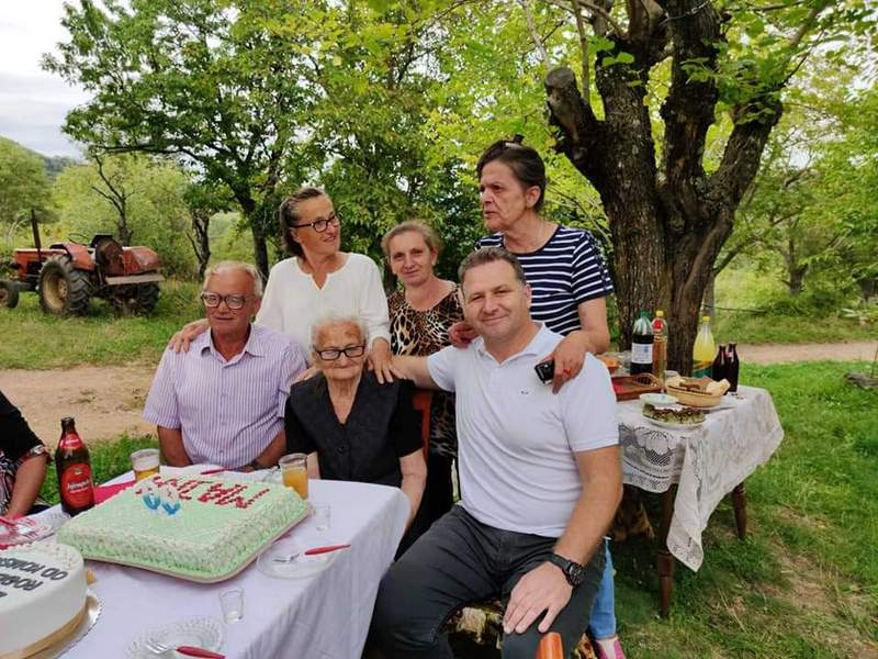 Baka Anđa proslavila 90. rođendan u društvu predsednika opštine i meštana