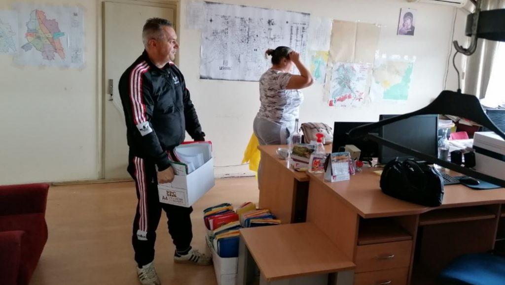 Leskovački činovnici čistili svoje kancelarije i bacali nepotrebne stvari