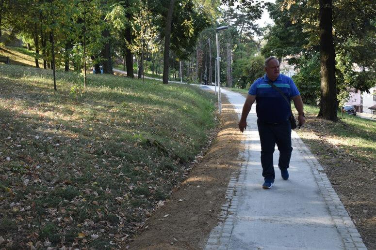 Gradonačelnik Leskovca i ove godine pešačio do posla
