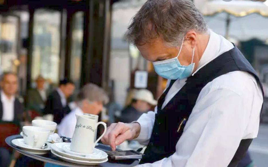 Krizni štab sutra o popuštanju mera, Vučić ih moli da od petka otvore kafiće