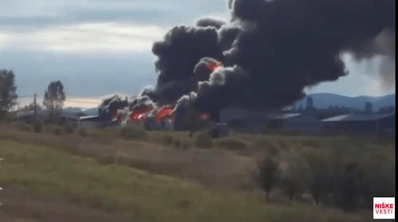 """Veliki požar u fabrici """"Goeks"""", na terenu 8 vatrogasnih vozila (video)"""