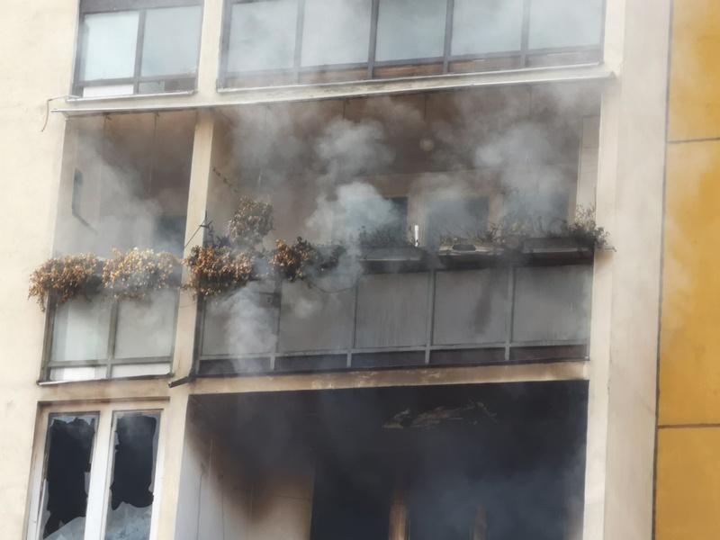 Povređene dve osobe u požaru u višespratnici u centru Pirota