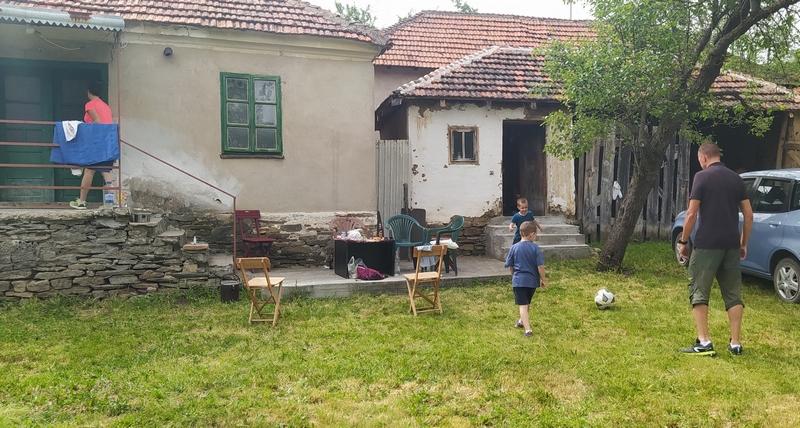 Država raspisuje konkurs za dodelu seoskih kuća mladim bračnim parovima sa juga Srbije
