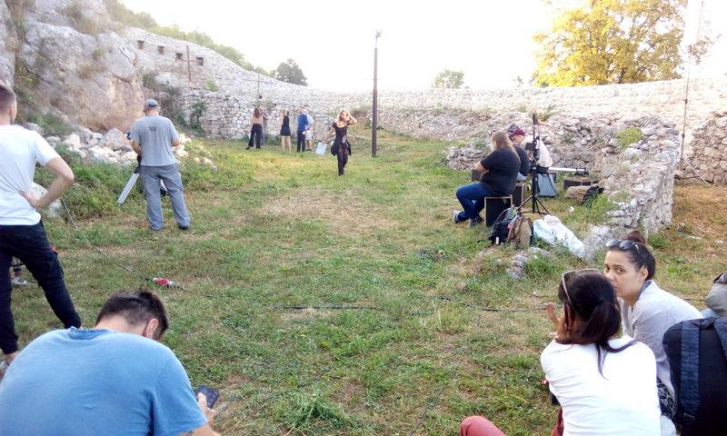 """Kadrovi TV serije """"Beležnica"""" snimaju se u ambijentu srednjovekovne tvrđave Momčilov grad u Pirotu i u staroplaninskim selima"""