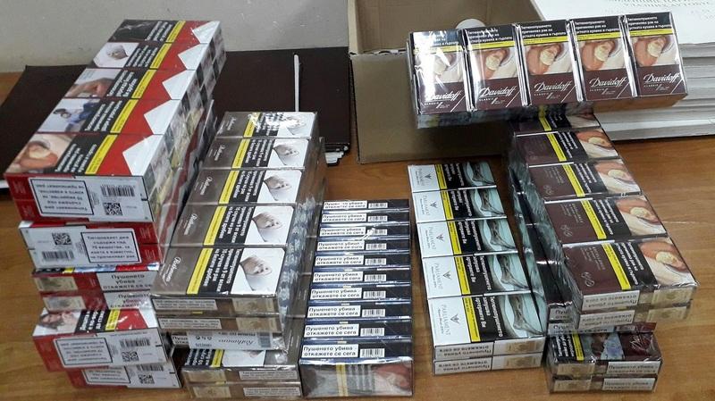 U kombiju pokušali da prokrijumčare 3 hiljade komada različitih cigareta
