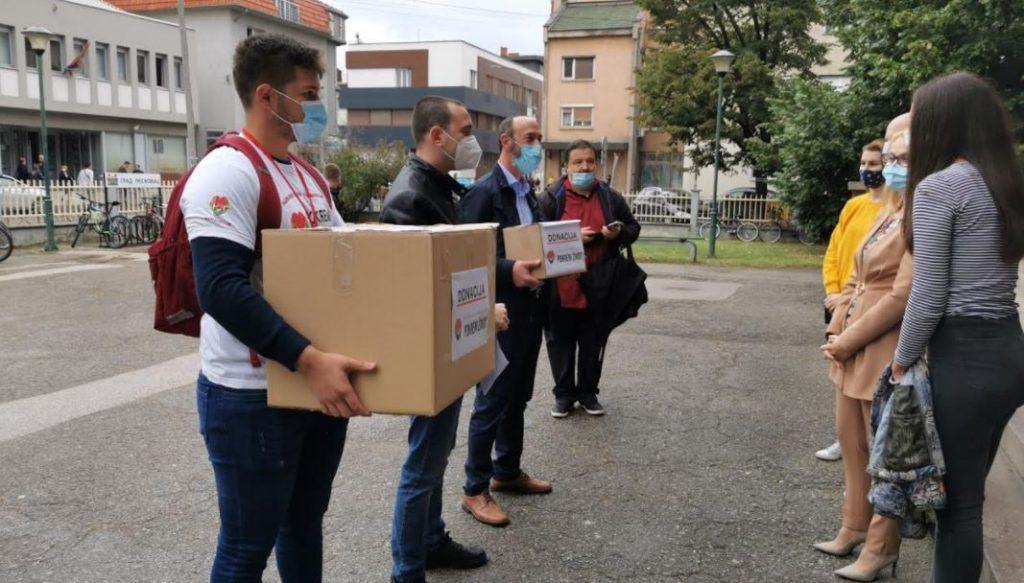 Leskovačkoj Gimnaziji stigla donacija od hiljadu zaštitnih maski, sledeće nedelje dobija i Ekonomska škola