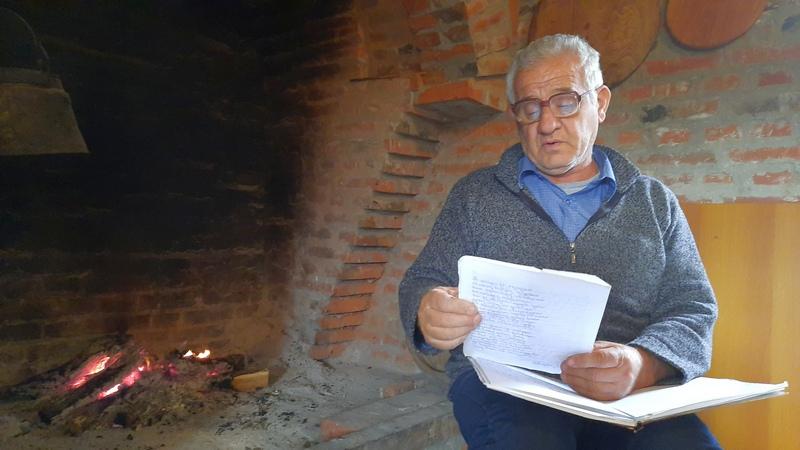 Čuvajući ovce i svoje ognjište počeo da piše pesme