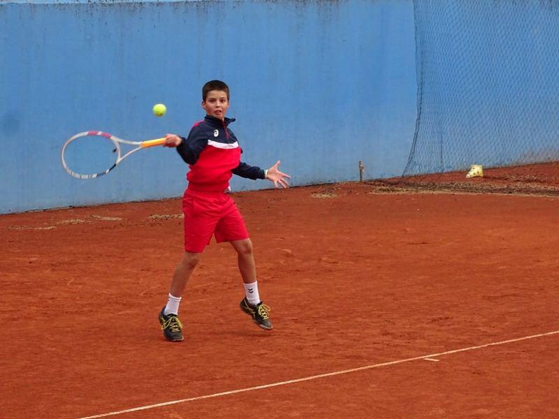 Tenis: Pavle tuče i starije