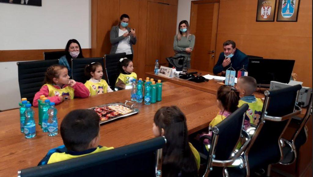 Mališani tražili od predsednika opštine novi vrtić