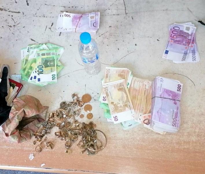 Majka i sin pokušali da u rancu prošvercuju preko 210 hiljada evra i 300 grama zlatnog nakita