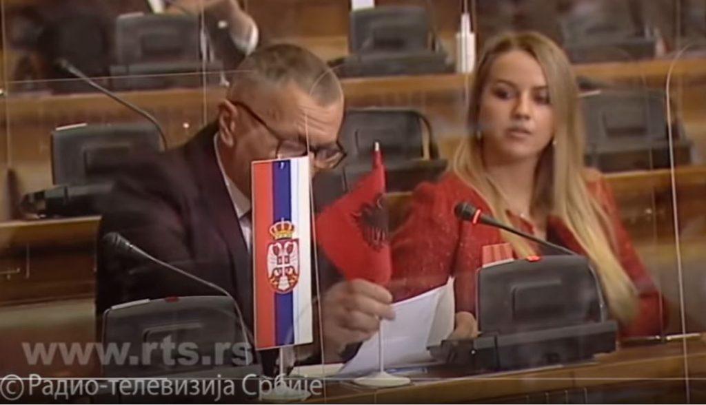 Kamberi istakao albansku zastavu u Skupštini Srbije