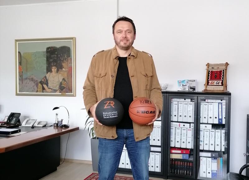 Željko Rebrača posetio pirotski Tigar koji će za njegovu Akademiju proizvoditi lopte i sportske rekvizite