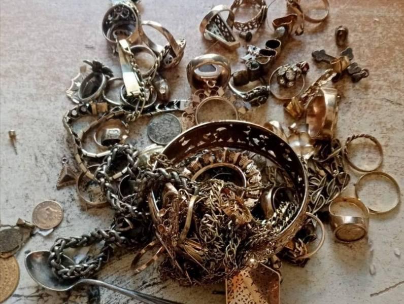 Uhapšeni bugarski državljani sa preko 210.000 evra i starim zlatnim nakitom