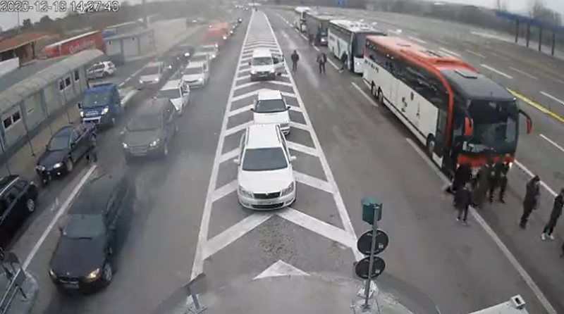 Kilometarske  kolone na graničnim prelazima dan pre uvođenja novih mera za ulazak u Srbiju