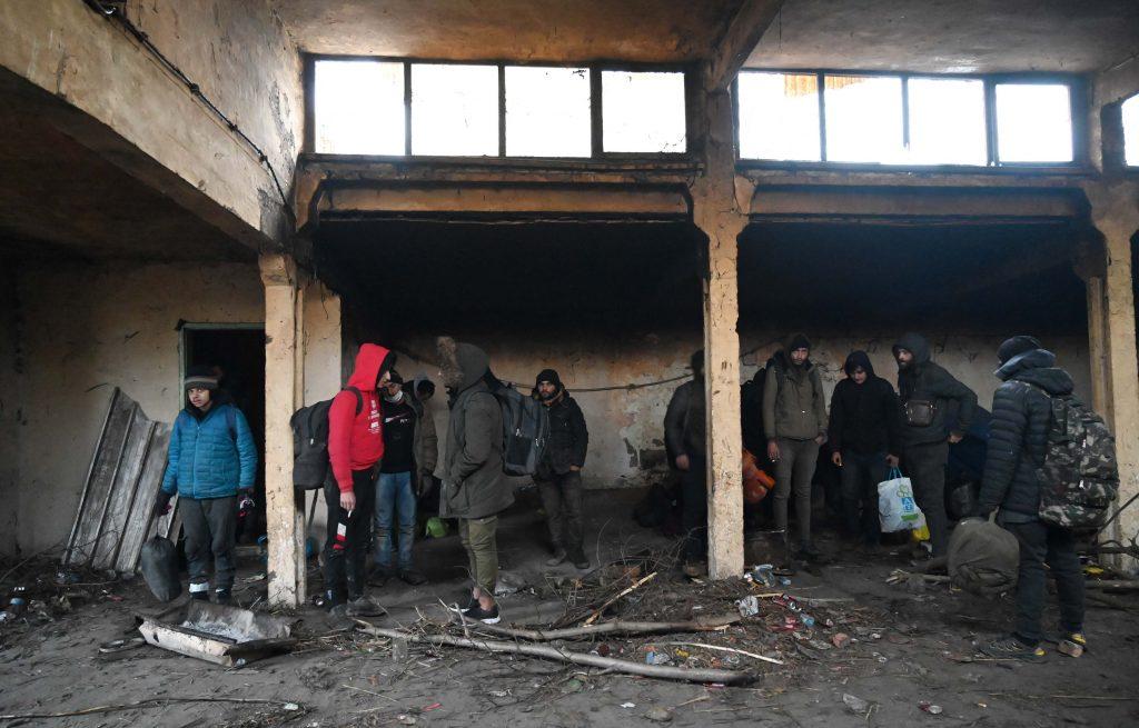 Migranti pronađeni u napuštenoj kući biće smešteni u Pirotu i Divljanima