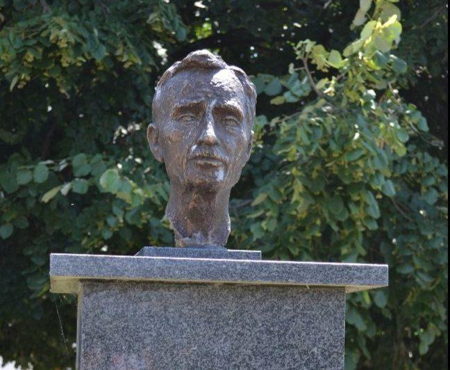 Bista Milana Nešića ponovo na svom mestu u prisustvu potomaka