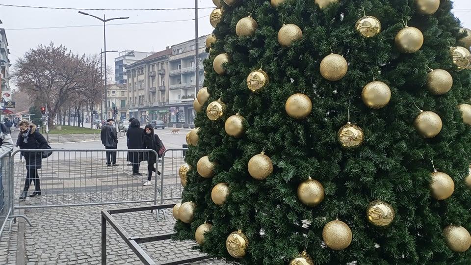 Počelo novogodišnje ukrašavanje Leskovca