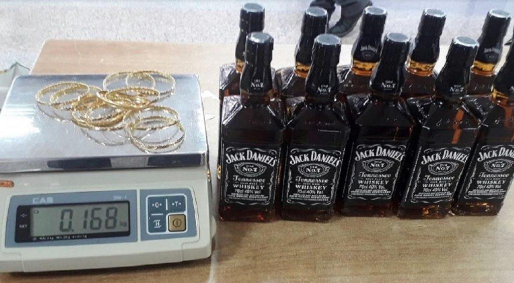Devize, viski i zlatne grivne ušivene u postavu